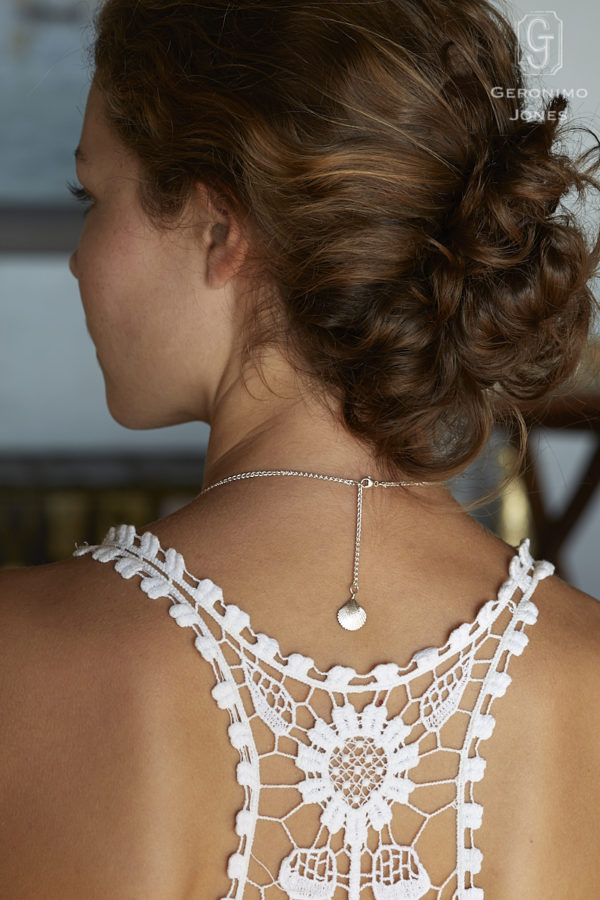GJ's distinctive shell drop reverse detail adds an additional touch of finesse to this lovely piece